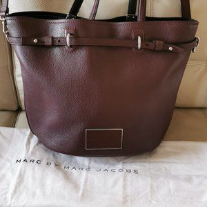 Marc Jacobs leather Tote  with tags and dust cover